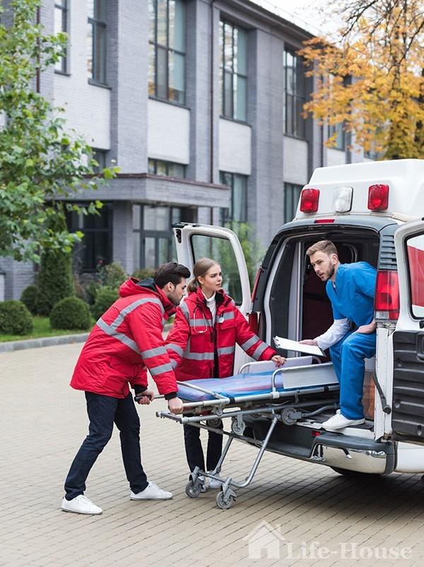бригада, яка супроводжує перевезення лежачих хворих