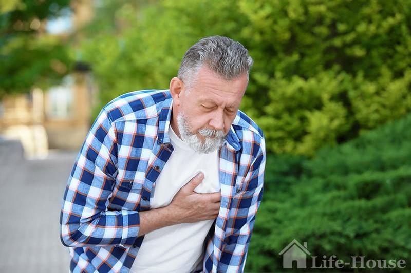 чоловік, який страждає від серцевої недостатності