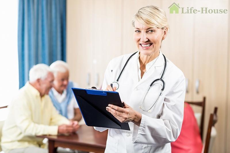 медсестра в доме престарелых
