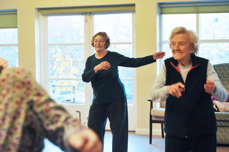 гимнастика в доме престарелых