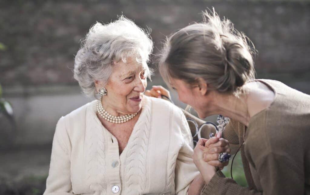 больному сосудистой деменцией оказывают заботу и внимание