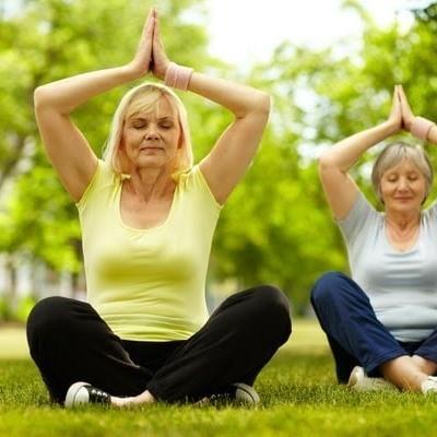 Утренняя гимнастика для пожилых в спокойном темпе